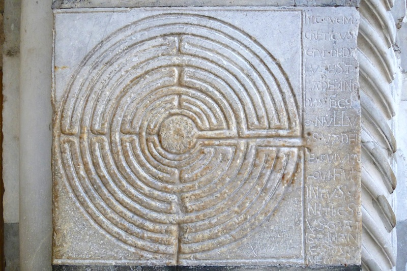 MAZE IN THE ENTRANCE PORCH OF THE DUOMO S. MARTINO, LUCCA (Keith Salvesen)