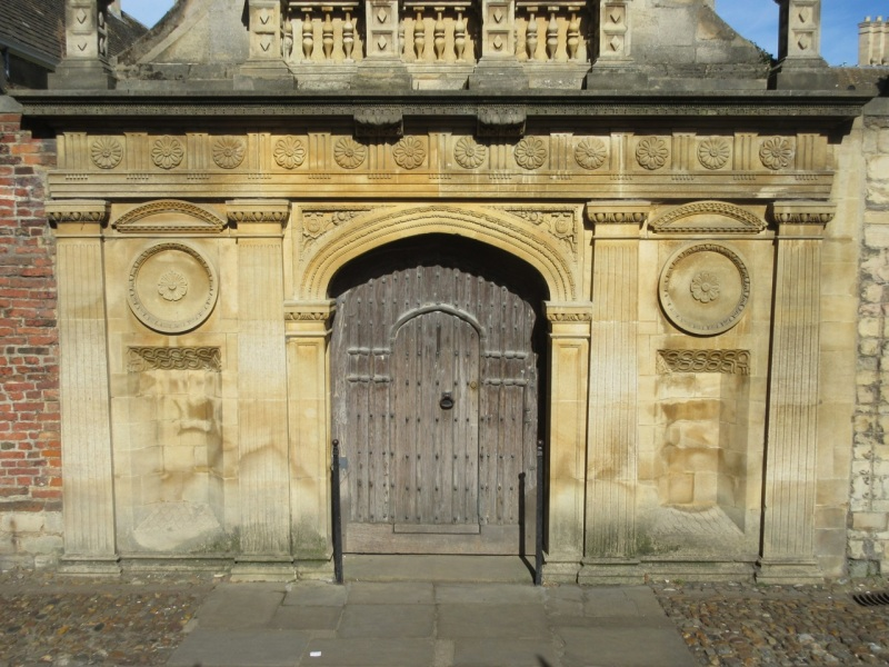 caius-college-cambridge-sundial-gate-of-honour5